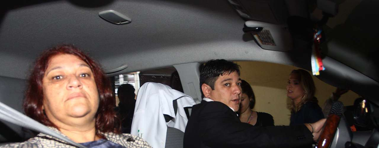 14 de março - Família de Mércia chega para o que deve ser o último dia do julgamento de Mizael Bispo, acusado de a advogada, sua ex-namorada