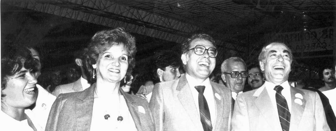 Eleito em 1982, Gonzaga Mota tomou posse como governador do Ceará em 1983, participa de evento acompanhado de Leonel Brizola, eleito pelo Rio de Janeiro no mesmo ano