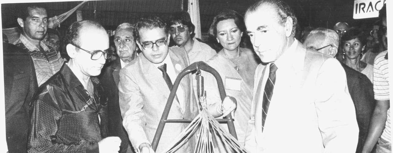 Gonzaga Mota rompeu com o presidente João Figueiredo e se alinhou a oposicionistas,comoo ex-governador do RS e RJ Leonel Brizola (dir.)