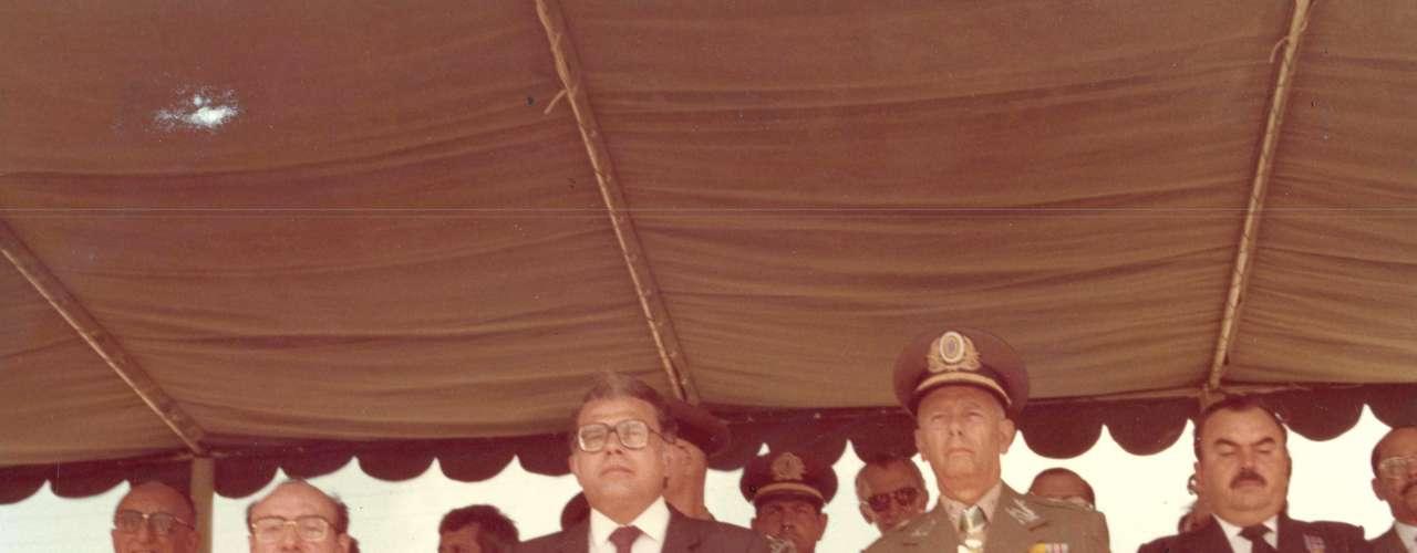 Ex-governador recebeu condecoração do Exército