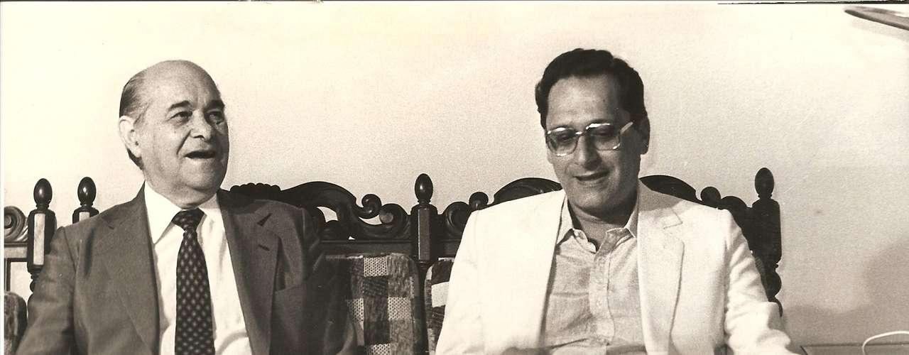Roberto Magalhães em encontro com Tancredo Neves