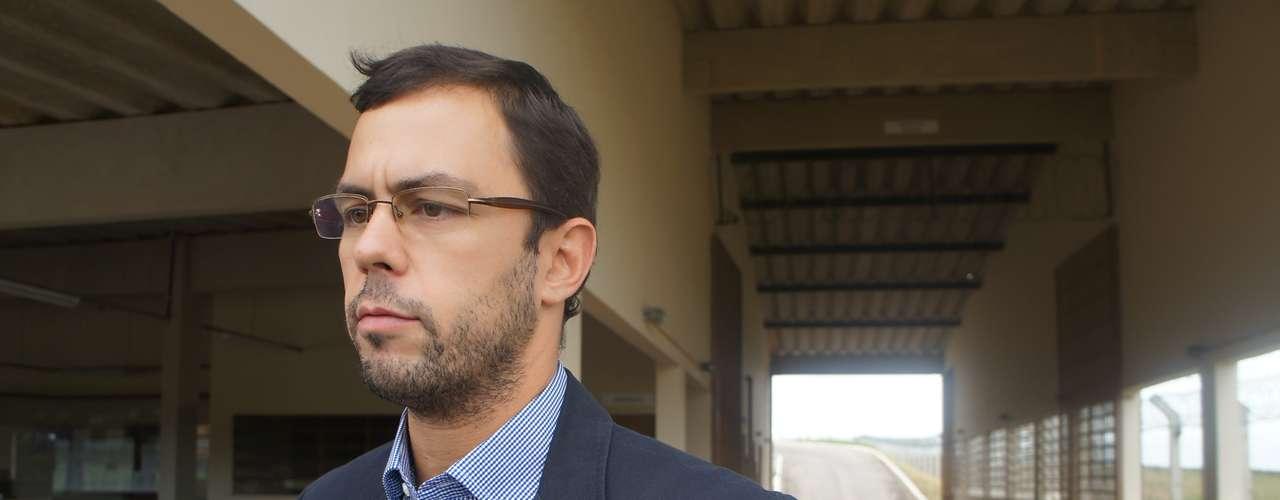 18 de março - Jader Marques, advogado de Elissandro Spohr, o Kiko, um dos sócios da Boate Kiss, exigiu gravar o depoimento de seu cliente em vídeo, o que não foi aceito pela polícia