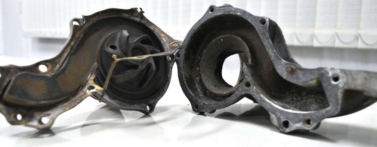 Falta de aditivo ou aditivo vencido pode provocar corrosão nas peças, como na bomba d´água