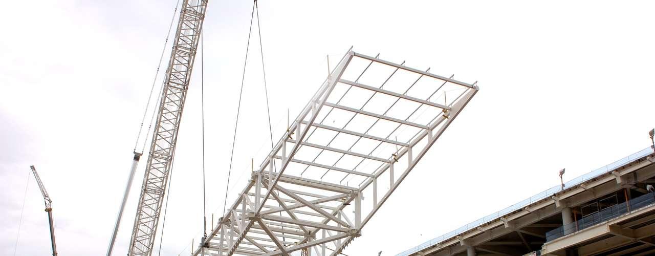 20 de março de 2013: Estrutura foi içada por uma equipe de 40 homens, que tiveram como principal equipamento um guindaste com capacidade para 1,5 mil toneladas