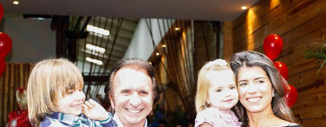 Emerson Fittipaldi comemorou o aniversário dos filhos Emerson, o Emmo , e Vittoria, em um buffet de São Paulo, na tarde desta quarta-feira (20)