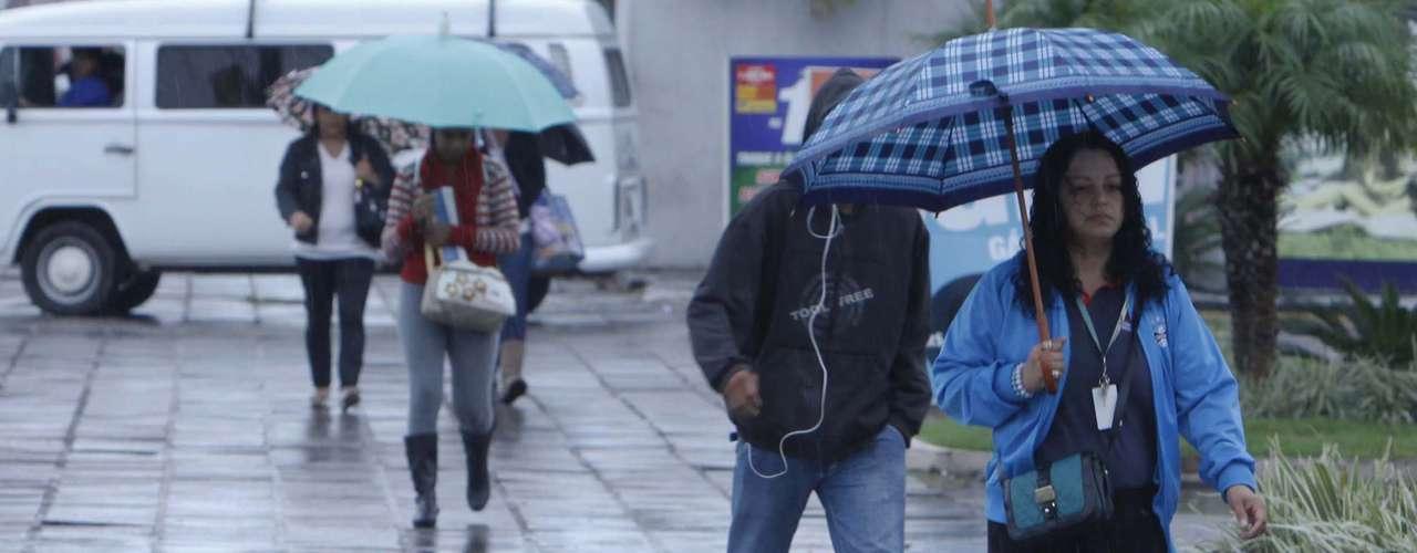 20 de março Passagem de frente fria deixou o tempo chuvoso em Porto Alegre no primeiro dia da nova estação