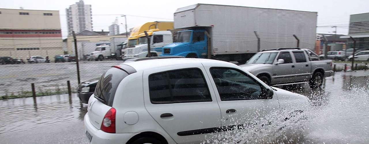 20 de março As fortes chuvas que atingiram a região Sul nesta quarta-feira provocaram alagamentos em São José, na Grande Florianópolis (SC)