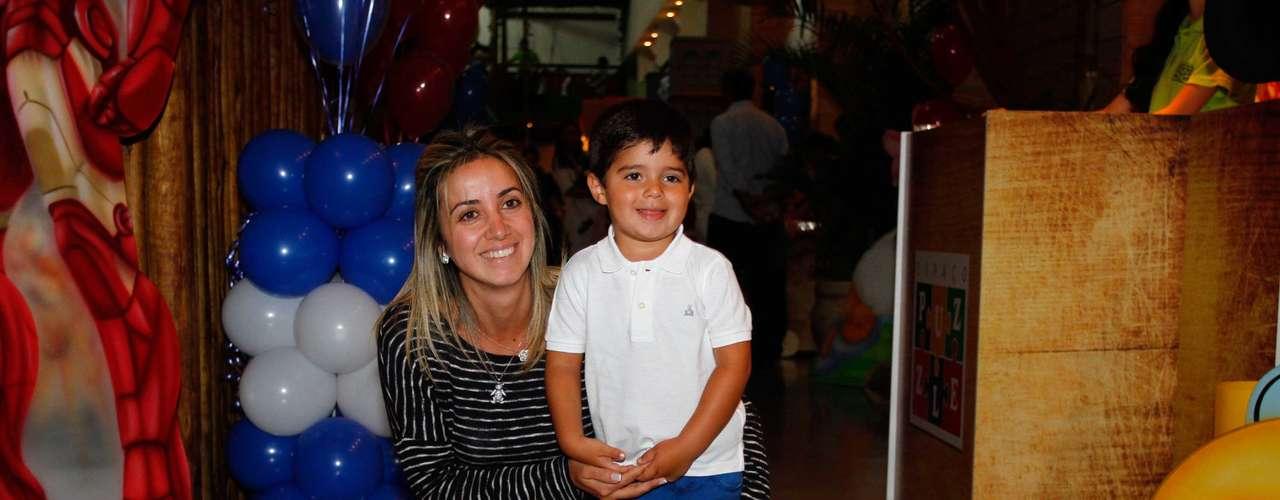 Felipinho, filho de Felipe Massa, curtiu o buffet com a mãe Rafaela