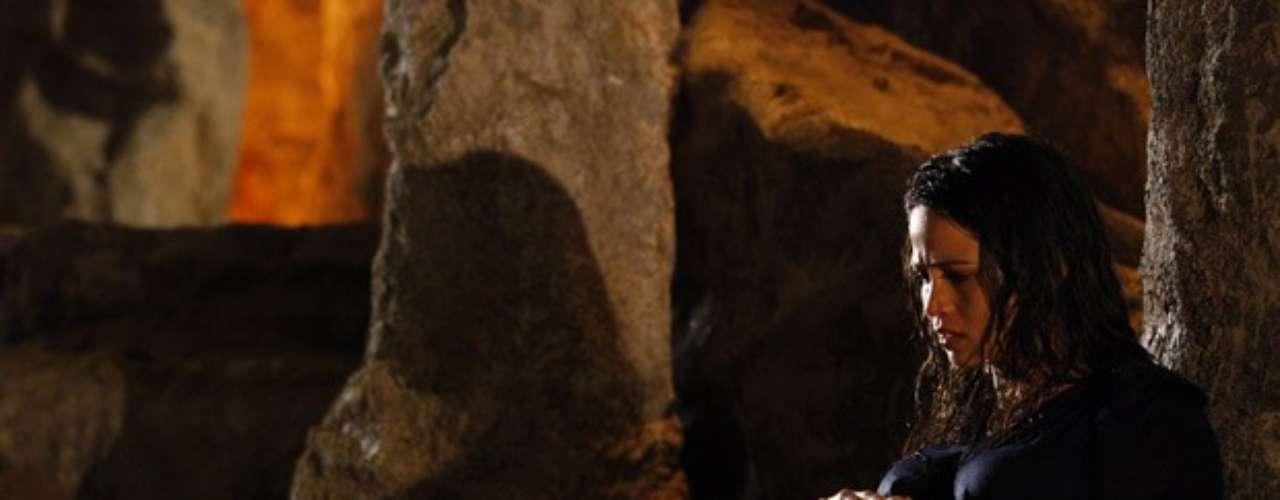 Morena se refugia em gruta para fazer parto