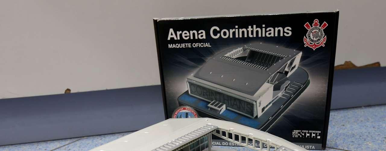 21 de março de 2013: uma maquete da Arena Corinthians está à venda na loja Hobby Center, no Shopping Pátio Higienópolis, na zona oeste da capital paulista. O objeto custa R$ 85,00
