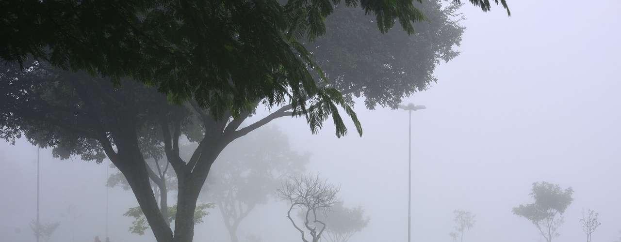 22 de marçoNeblina na manhã desta sexta-feira na avenida Cidade Jardim com a praça Pública, na zona sul de São José dos Campos (SP)