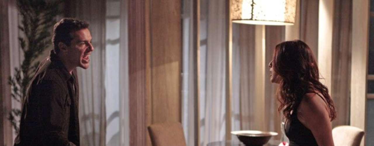 Márcia (Fernanda Paes Leme) vai descobrir o caso de Théo (Rodrigo Lombardi) e Lívia (Claudia Raia) e prometerá contar tudo para Érica (Flávia Alessandra)
