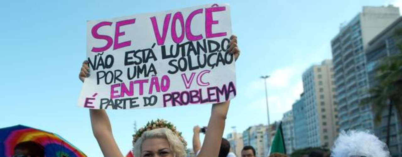 No Rio de Janeiro, SaraWinter, integrante do grupo feminista Femen, participa de protesto contra o parlamentar