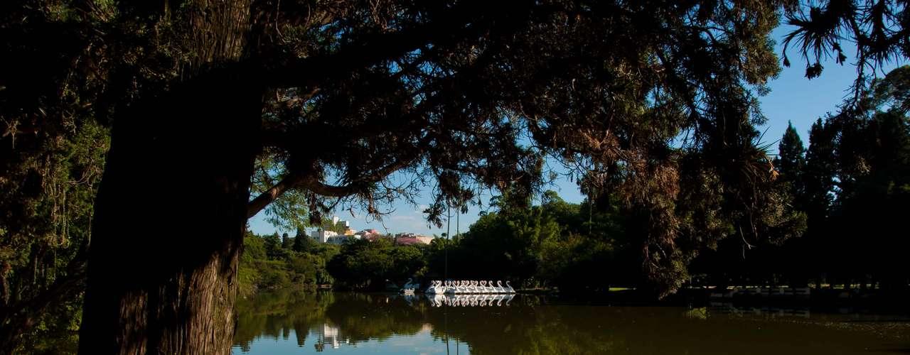 25 de março Porto Alegre tem dia de sol e céu aberto, com temperaturas entre 16ºe28ºC. Na foto, lago do Parque da Redenção