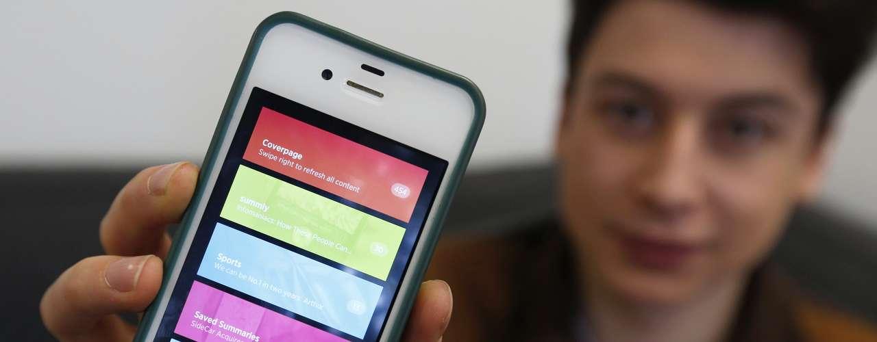 O adolescente inglês Nick D'Aloisio, 17 anos, mostra seu aplicativo Summly, criado quando tinha 15 anos e vendido ao Yahoo! por um valor estimado em US$ 30 milhões