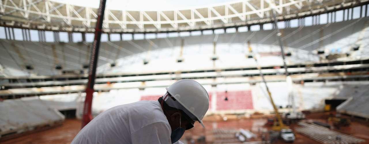 27 de março de 2013: Estádio Nacional de Brasília está com 94% das obras concluídas. Cinco mil assentos já foram instalados. A previsão para a entrega da obra é no dia 21 de abril, data do aniversário de 53 anos da capital do Distrito Federal