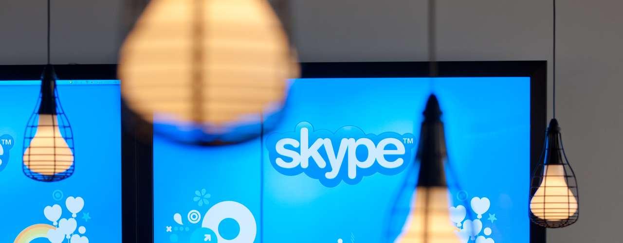 A Microsoft iniciou a migração dos usuários do Messenger para o Skype, e agora não tem mais jeito: você vai ter que mudar o programa de mensagens instantâneas para continuar conversando com seus amigos. Ainda não sabe direito como usar o Skype? Preparamos esse pequeno tutorial para ajudar você a dar os primeiros passos no programa e seguir em contato com seus amigos