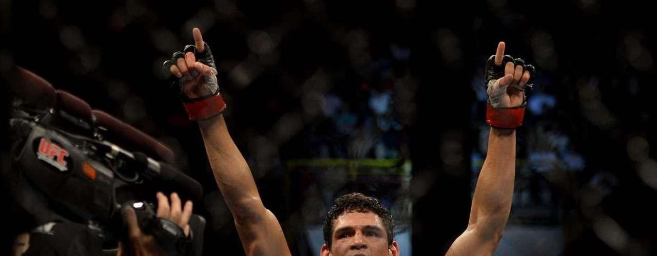 EM ALTA NO UFC Cezar Mutante foi o campeão dos pesos médios no 1ºTUF, mas sofreu com lesões e demorou um ano para voltar a lutar. Quando se recuperou, teve vitórias contra Thiago Santos e Daniel Sarafian no UFC. Enfrentará CB Dollaway no UFC Natal, neste mês