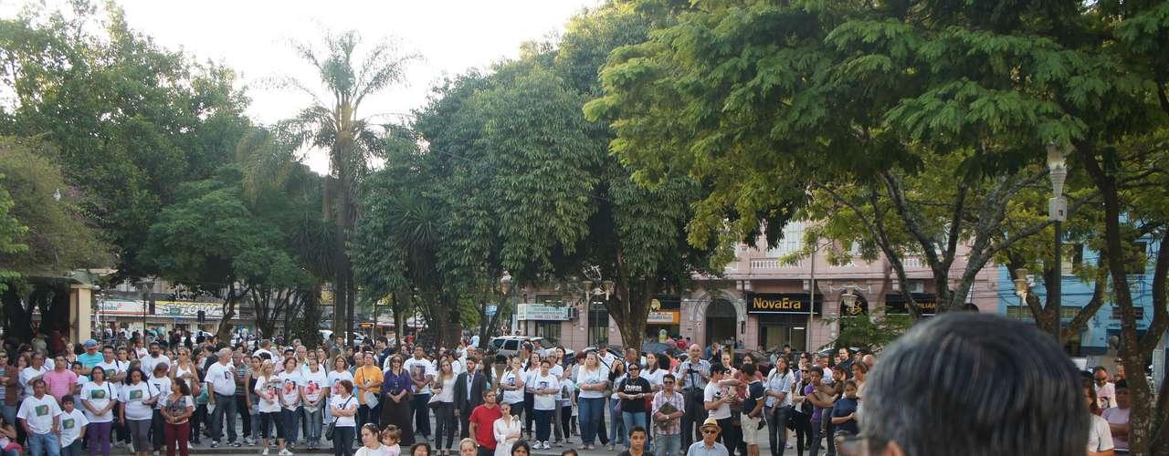 27 de março - Familiares e amigos das vítimas se reuniram na Praça Saldanha Marinho, no centro de Santa Maria