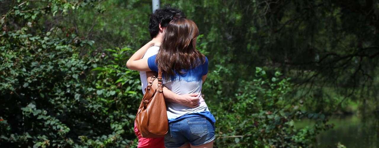 28 de março Casal se diverte no Parque do Ibirapuera, zona sul de São Paulo