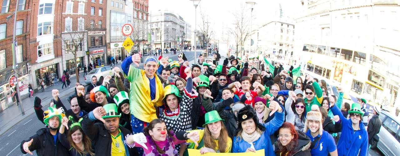 Brasileiros que moram em Dublin, capital da Irlanda, se reuniram na Sexta-Feira Santa para protestar contra o presidente da Comissão de Direitos Humanos da Câmara, Marco Feliciano (PSC-SP)