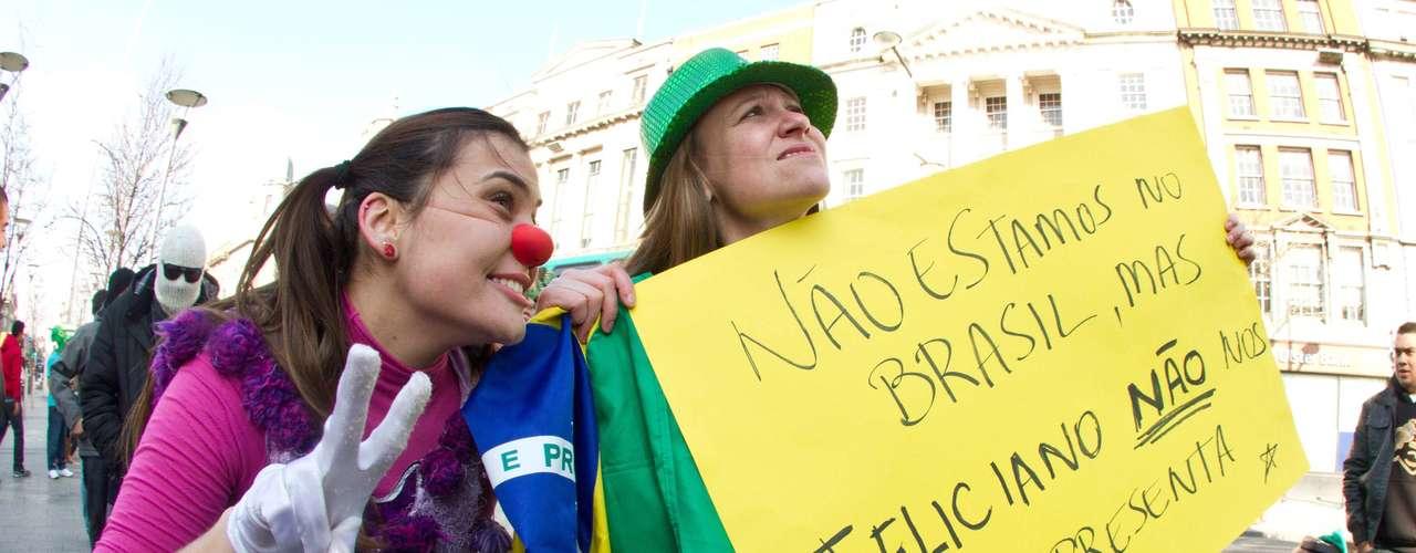 Com cartazes os jovens deram força à manifestação 'Feliciano não nos representa'