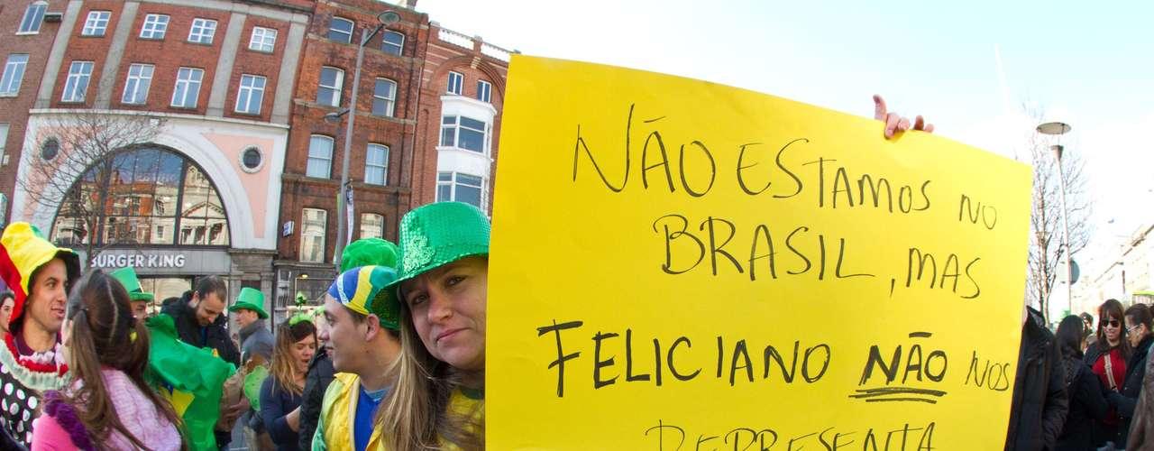 Os manifestantes carregaram bandeiras do Brasil pelas principais ruas da região central de Dublin