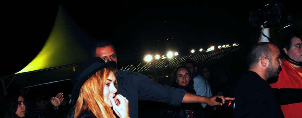 Lindsay Lohan fez uma breve passagem pela área VIP do Lollapalooza Brasil 2013 nesta sexta-feira (29), em São Paulo. A atriz não ficou nem dez minutos no espaço, mas foi o suficiente para causar desentendimento entre imprensa e seguranças