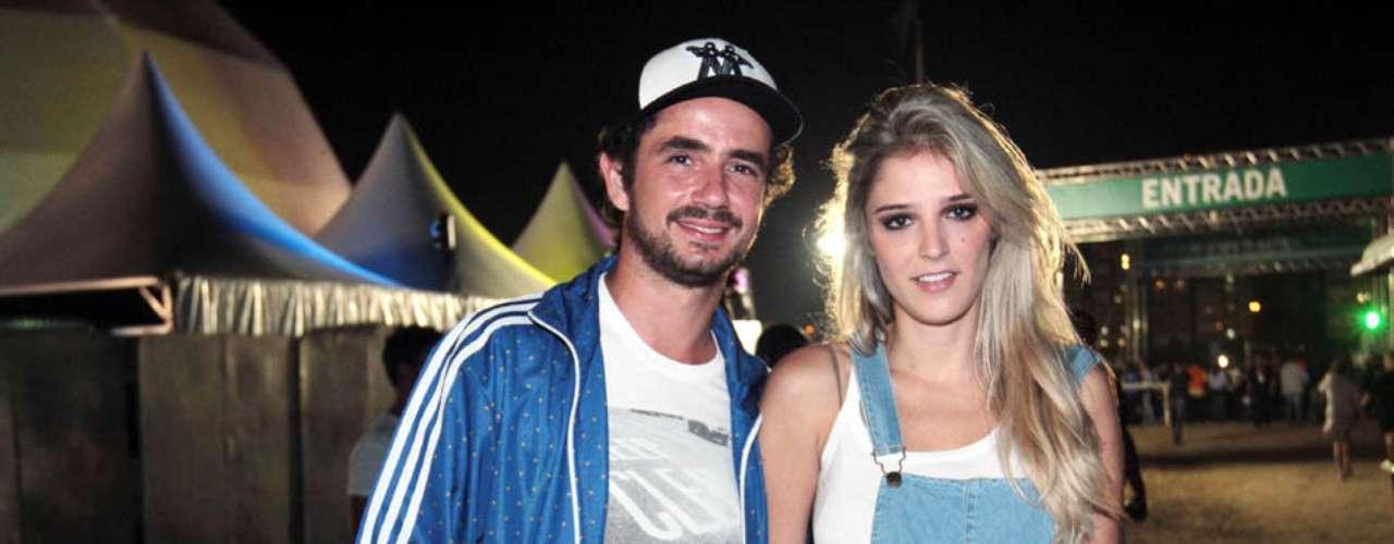 Famosos compareceram ao último dia de Lollapalooza, no Jockey Club de São Paulo, neste domingo (31). Na foto, o casal Felipe Andreoli e Rafa Brites