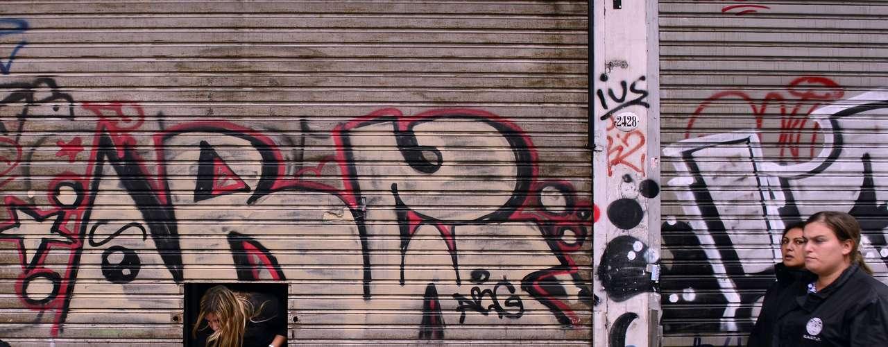 3 de abril -Lojas permanecem fechadas no bairro de Belgrano, em Buenos Aires