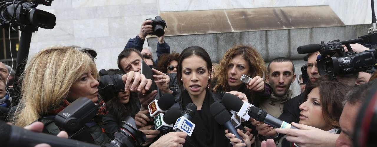 Os promotores acusam Berlusconi de ter feito sexo com a jovem marroquina de 20 anos quando ela era menor de idade. Ruby garantiu que nunca manteve relações sexuais em troca de dinheiro \