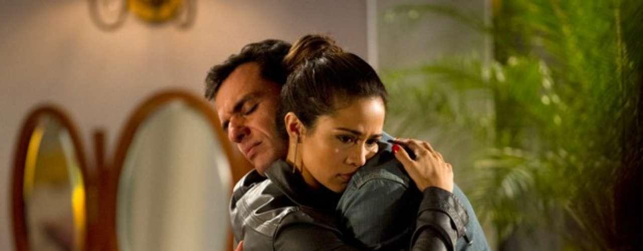Morena (Nanda Costa) e Théo (Rodrigo Lombardi) precisam discutir a relação, mesmo que seja para terminar de vez. Helô (Giovanna Antonelli) arma o encontro e nenhum dos dois consegue controlar a emoção