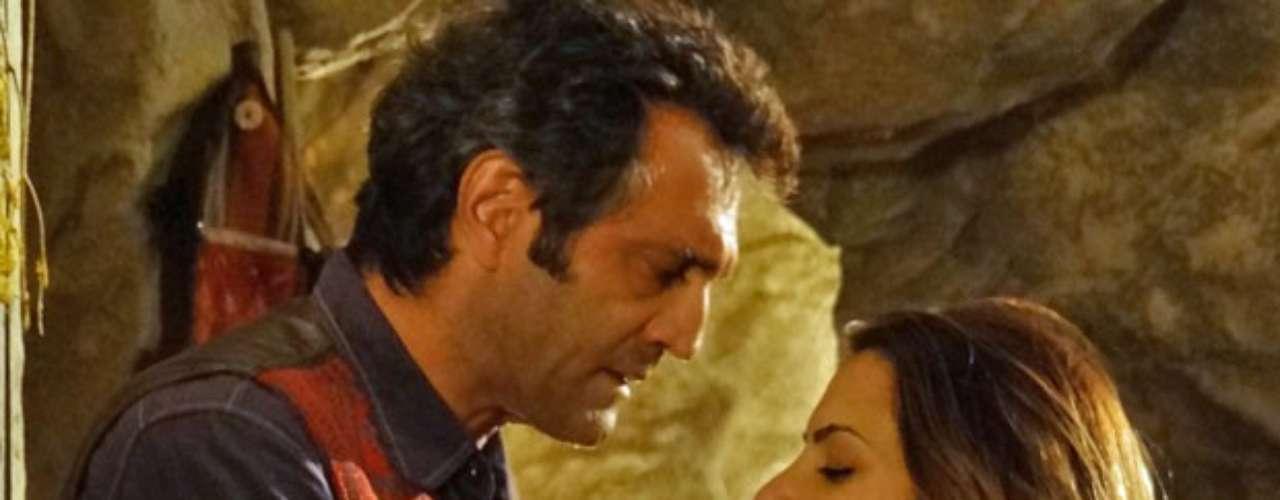 Zyah (Domingos Montagner) diz a Bianca (Cleo Pires) que a ama, mas que tem o mesmo sentimento por Ayla (Tânia Khalill)