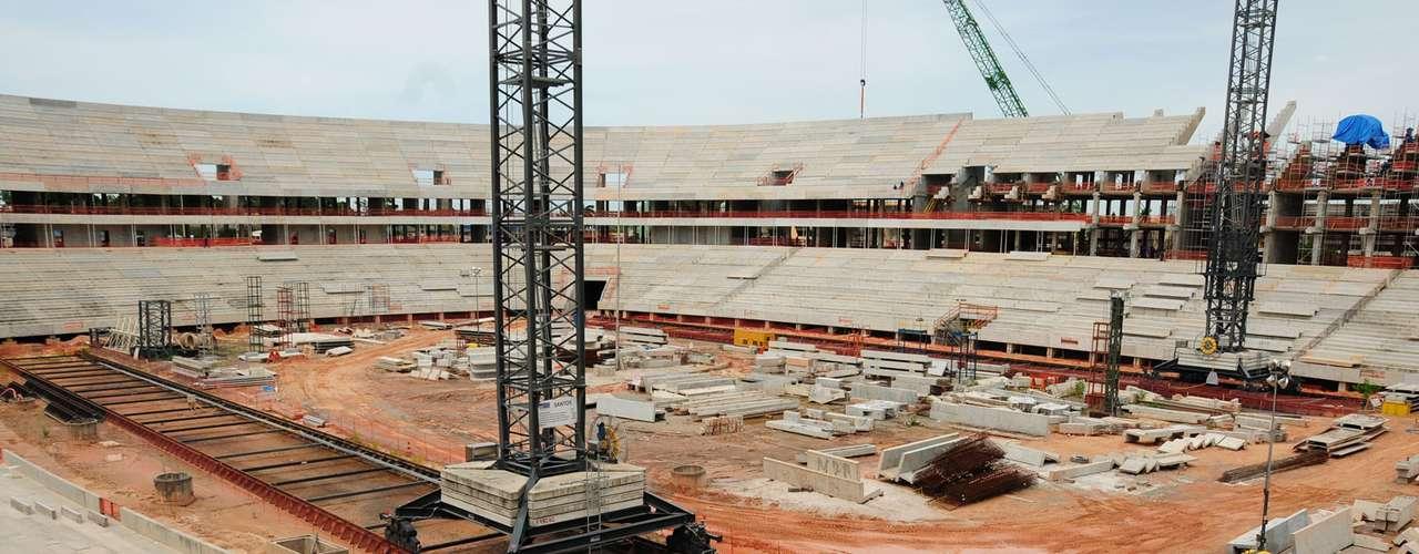 5 de abril de 2013: com 57% das obras concluídas, a Arena Amazônia recebeu a visita de dirigentes do futebol de Manaus.Ainda neste mês será concluída o lançamento das arquibancadas superiores