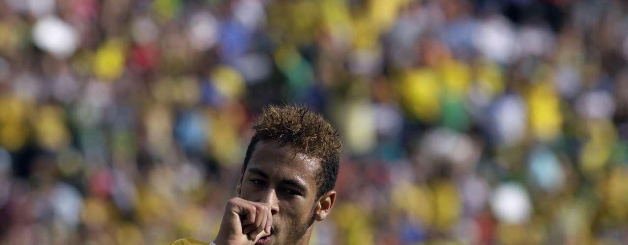 Em amistoso contra a frágil Bolívia, o Brasil voltou a vencer, neste sábado. O time formado por atletas que atuam no País goleou por 4 a 0, com dois gols de Neymar. Foi a primeira vitória de Felipão desde que ele retornou à equipe nacional