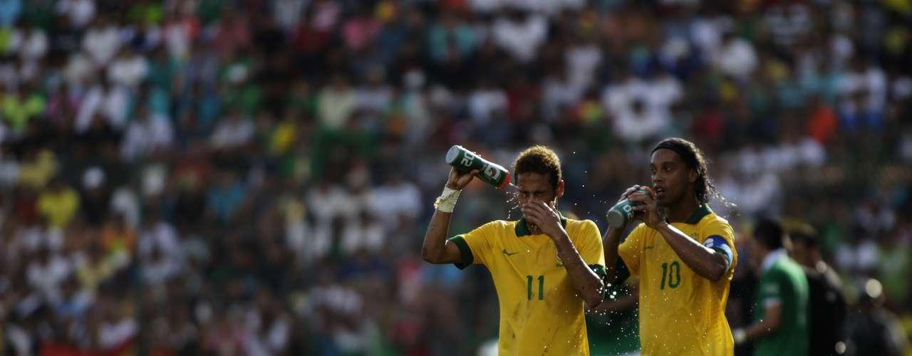 Ronaldinho e Neymar eram as principais estrelas da Seleção na Bolívia