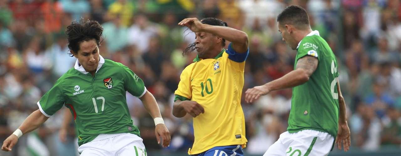 Ronaldinho jogou quase a partida inteira, pois só foi substituído aos 30min por Leandro, do Palmeiras