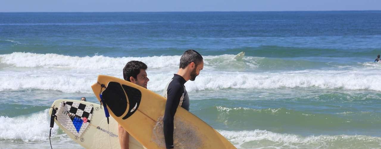 7 de abril O sol e o calor de quase 30°C marcaram presença em praticamente toda Santa Catarina. As principais praias do Estado estiveram lotadas em pleno outono