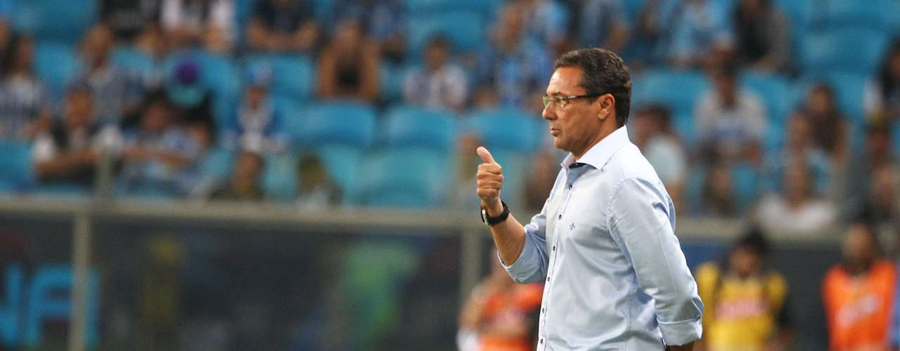 A equipe de Vanderlei Luxemburgo teve um pouco de dificuldades na partida deste sábado, que serviu como teste para o decisão deste meio de semana. O Grêmio enfrenta o Fluminense em duelo decisivo pela Copa Libertadores