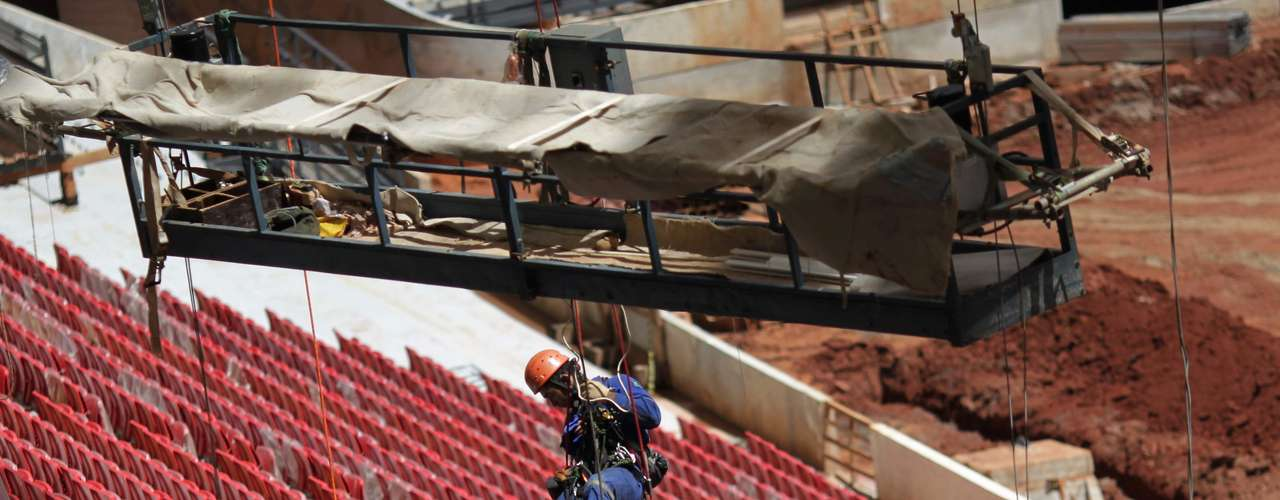 8 de abril de 2013:estádio ganha últimos detalhes antes da entrega, prevista para 21 de abril
