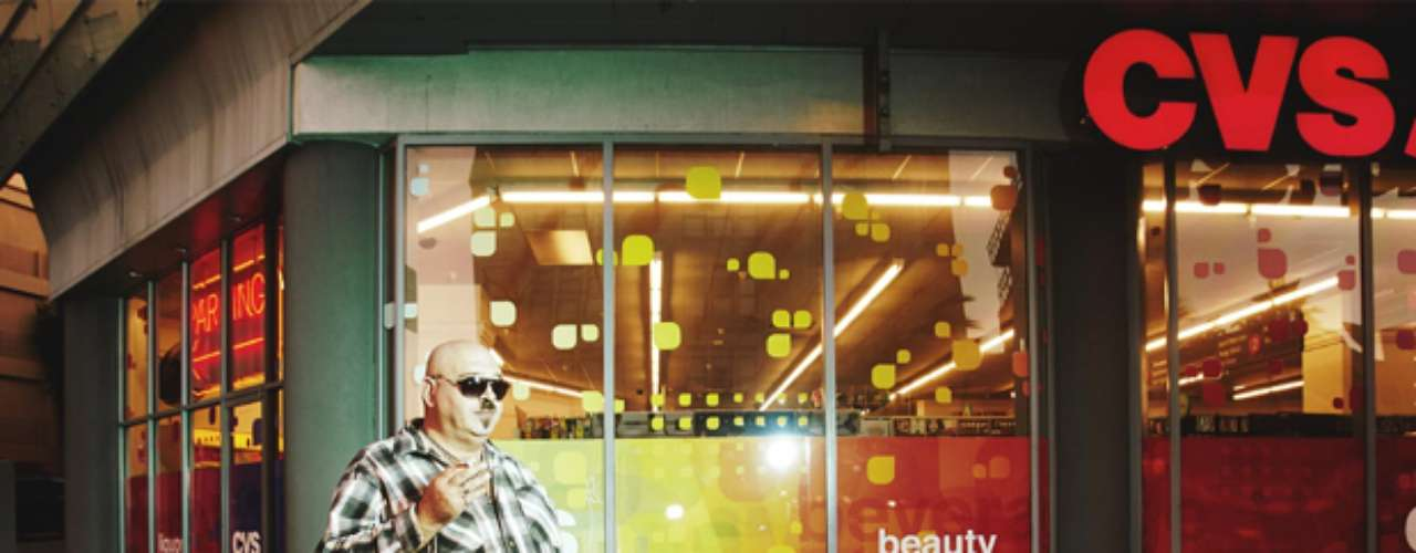 O fotógrafo Johnny Tergo criou uma maneira inusitada de fazer seus cliques. Ele, que mora em Los Angeles, Estados Unidos, instalou cãmera e luzes usadas em estúdio no topo de sua picape, e com isso faz retratos dos pedestres