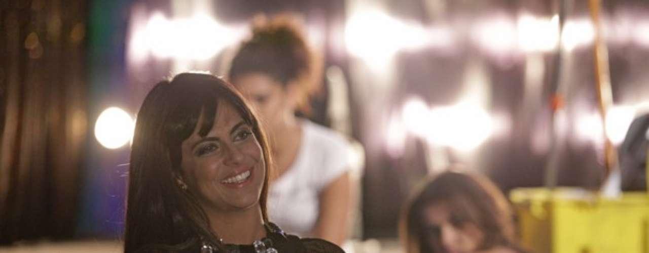 Thammy Miranda na pele da policial Jô, que ganhouvisual sexy no capítulo de segunda-feira (8) de'Salve Jorge' a fim deajudar a Polícia Federal a desbaratar a quadrilha de tráfico de mulheres.
