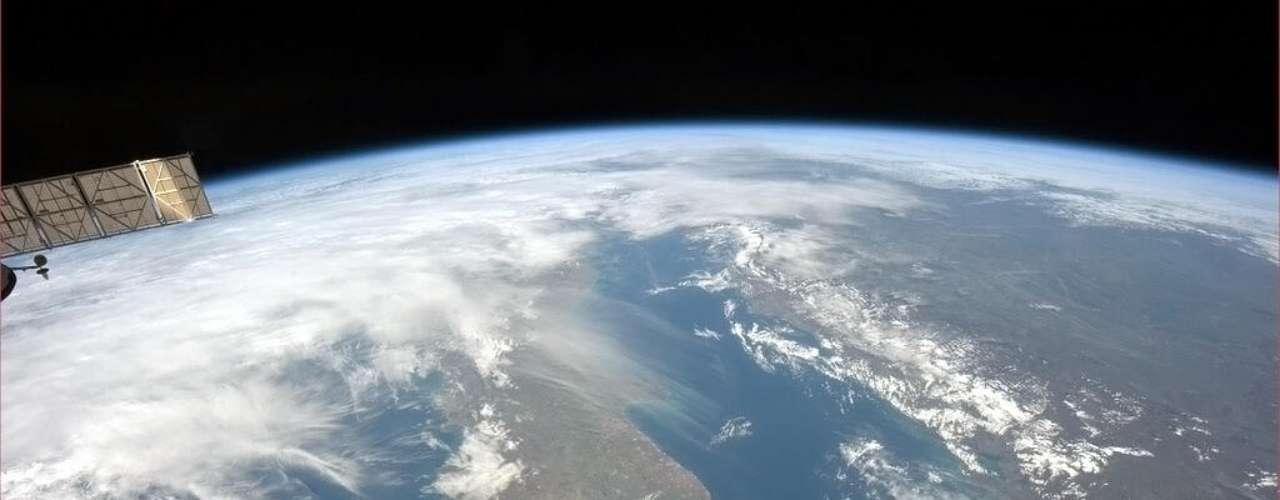 O astronauta canadense fotografou a parte de baixo da \