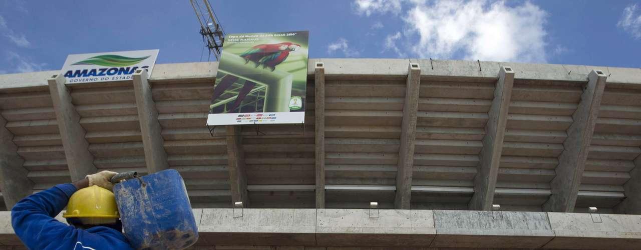 12 de abril de 2013: Arena da Amazônia prossegue obras e se aproxima de finalizar as arquibancadas superiores