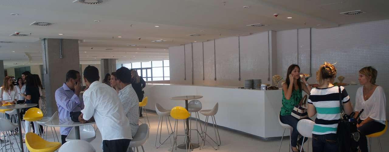 14 de abril de 2013: convidados inauguraram a área vip dentro da Arena Pernambuco, neste domingo
