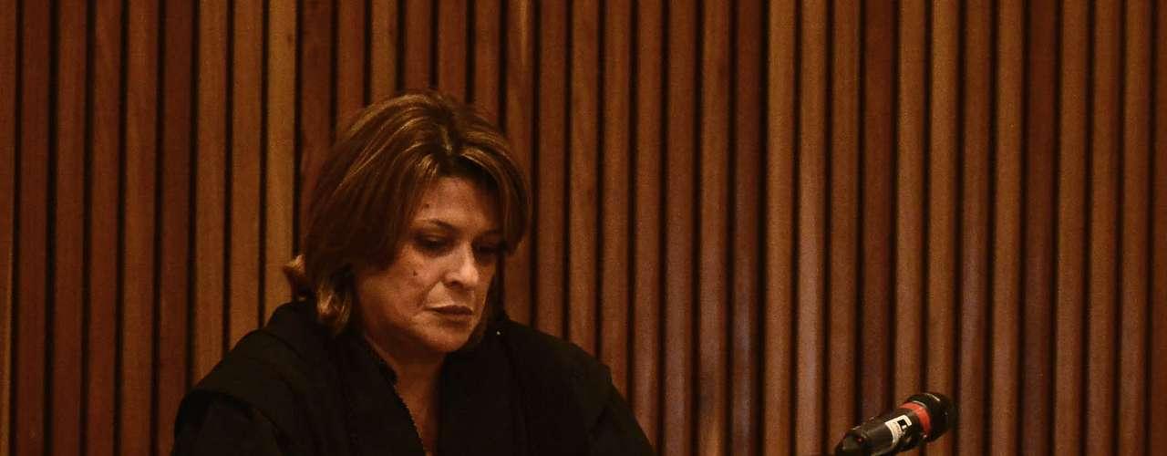 15 de abril -Advogada Ieda minimizou o adiamento do julgamento, ocorrido na semana passada quando uma das juradas passou mal e o conselho de sentença precisou ser desfeito