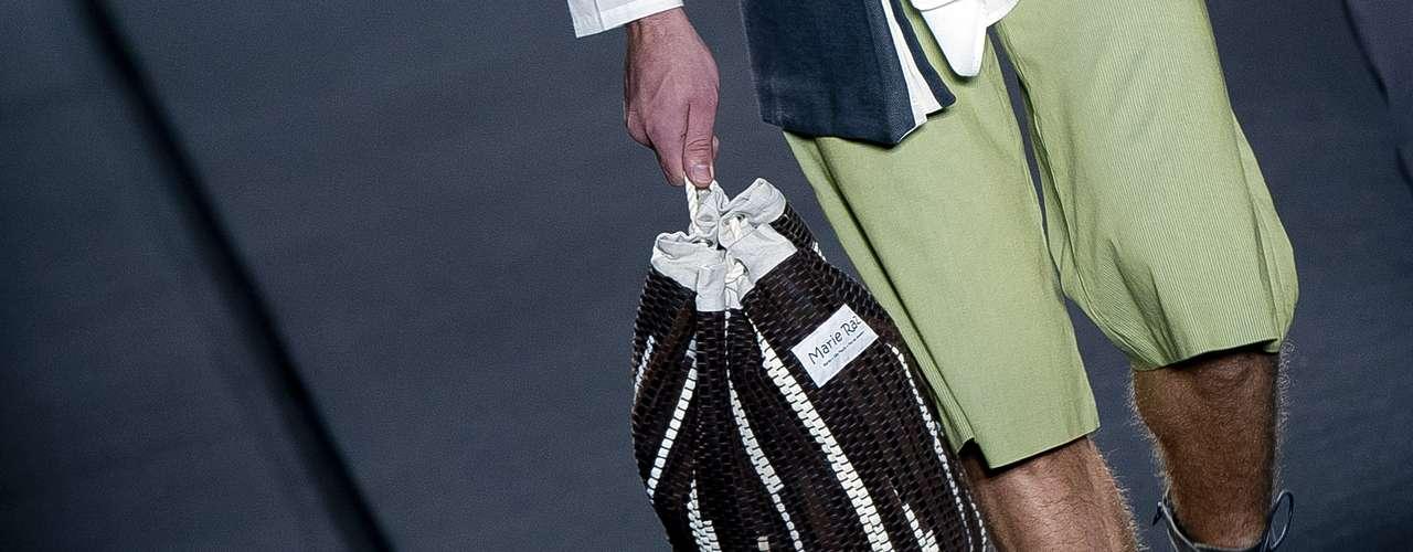 Dedicado a revelar novos estilistas, o Prêmio Rio Moda Hype inovou ao apresentar este acessório de mão para homens