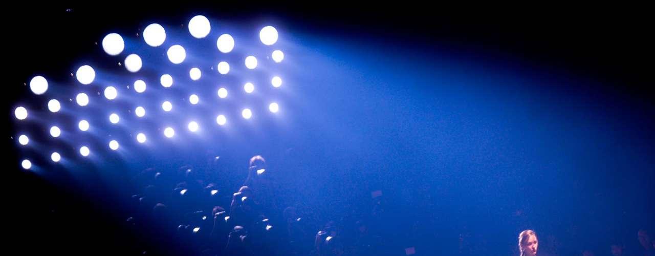 Imagem detalha iluminação de passarela na Marina da Glória durante desfile da Alessa