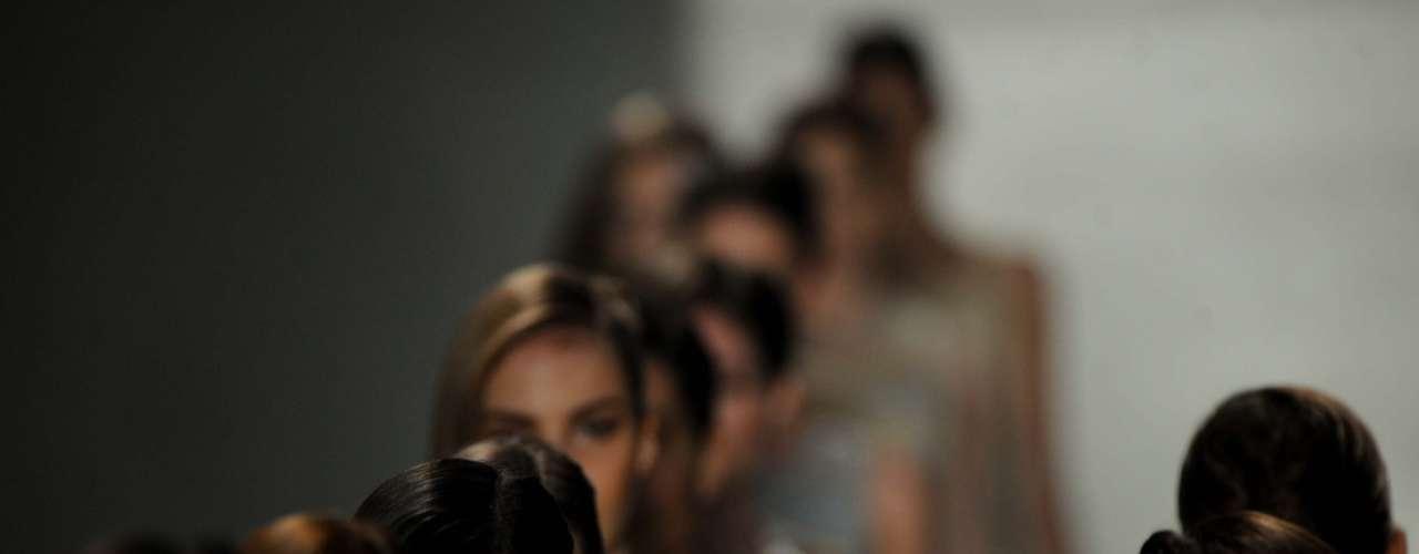 O primeiro desfile no Fashion Rio apresentou a coleção Verão 2003
