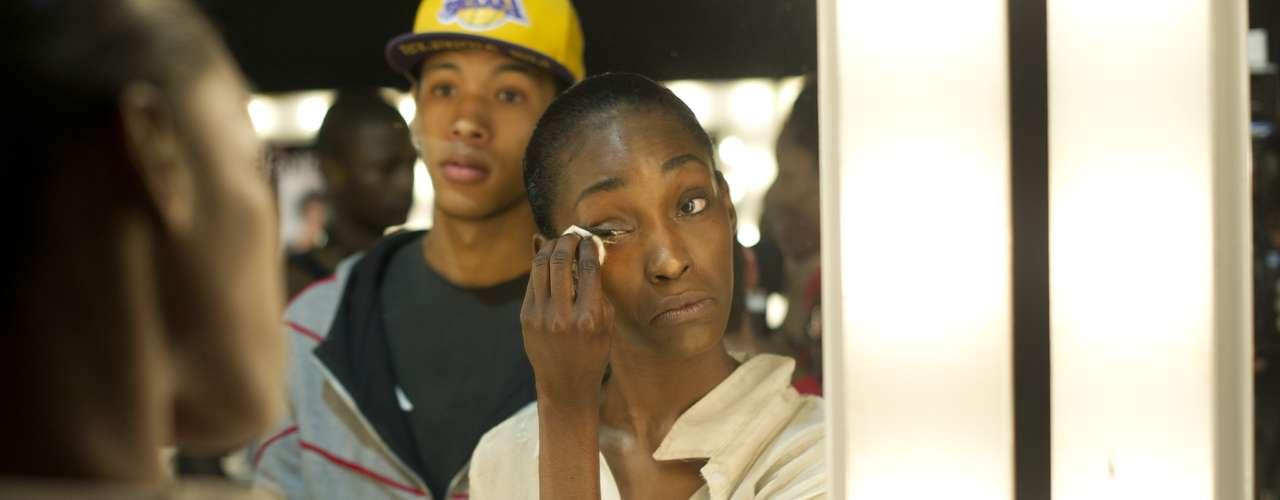 Top prepara a pele do rosto para o desfile da TNG